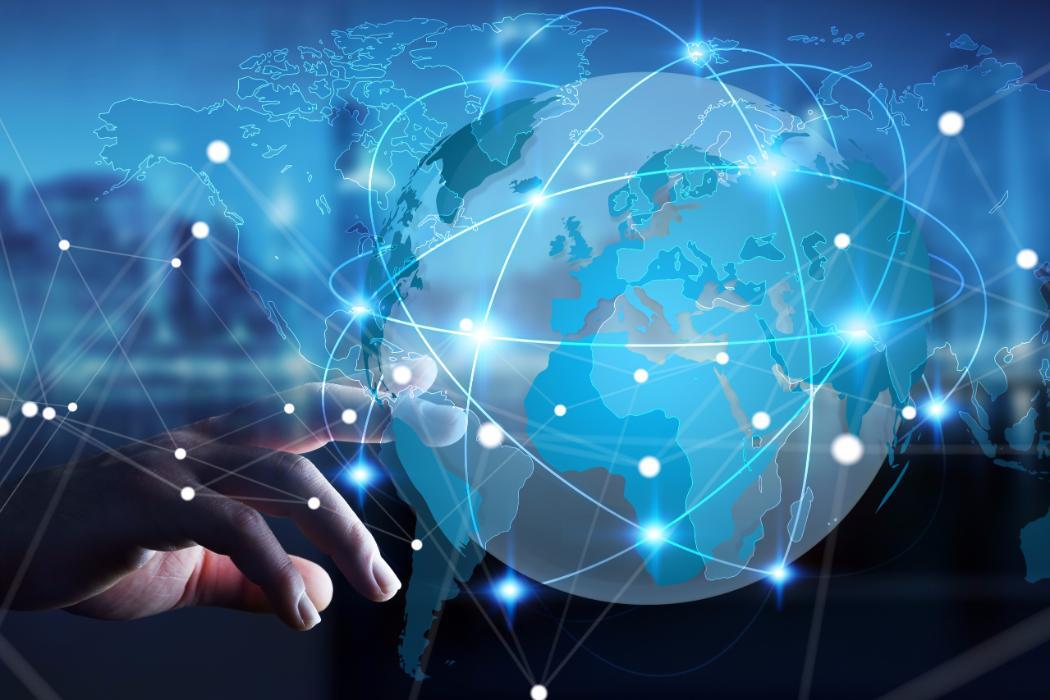 hand touching - توسعه تجارت